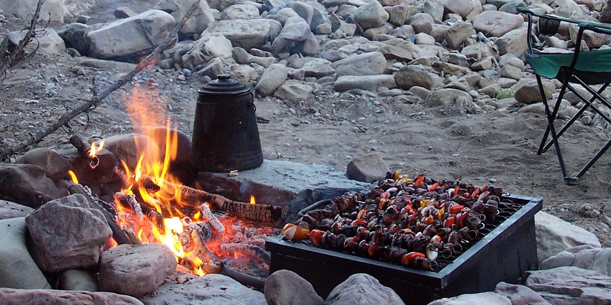 wilderness cooking on campfire